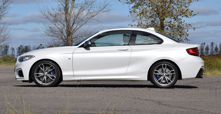 lateral-bmw-235