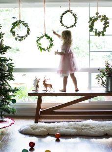 Bild: Zweige mit etwas Draht zusammen binden und an einer Schnur an die Wand oder in das Fenster hängen