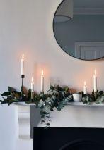 Bild: http://www.thesefourwallsblog.com // Weihnachtliches Grün und Kerzen