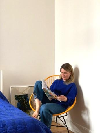 Mareike im Acapulco Chair ihrer Freundin. Ines sitzt mit ihrem Label Viva Mexico Chair auch auf der Schanze. (mexico-chair.com)