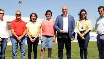 El campo de fútbol de Villanueva del Duque estrena césped artificial con  una inversión de 373.000 4a0f9ebd19dc4