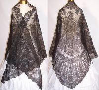 Victorian Civil War Antique Black Chantilly Lace Mantilla