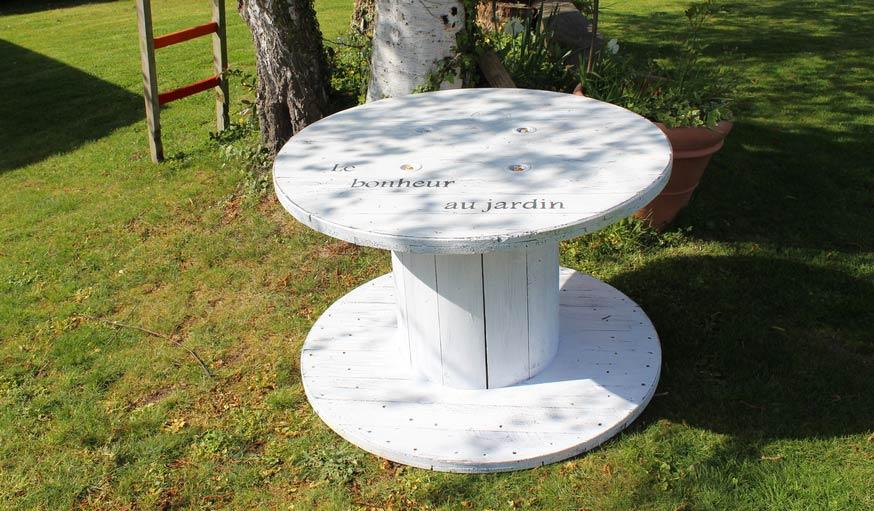 Faitesvous une table de jardin avec un touret  Salon de jardin rcup et cosy  18h39fr