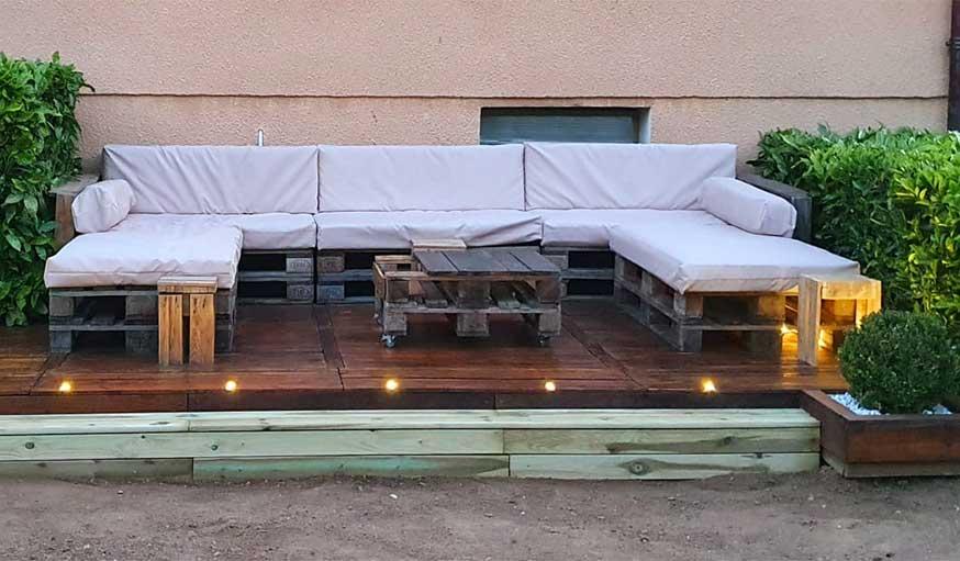 une terrasse pas cher en palettes