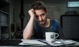 Timo (Michael Baral) ist verzweifelt. Seit Jack weiß, dass nicht er, sondern Alex der Vater von ihrem Sohn ist, will Jack nichts mehr von ihm wissen.