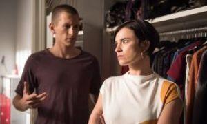 Nico (Jannik Scharmweber) versteht die Bedenken von Angelina (Daniela Bette) nicht. Was ist so falsch daran, wenn er in Kevin Riedels Fitness-Kette einsteigt?
