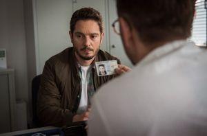 Timo (Michael Baral) ist wegen Jacks Anzeige bei der Polizei vorgeladen. Dort wird er mit den möglichen Konsequenzen seines Stalkings konfrontiert. Ob die Warnung ausreicht?