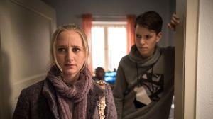 Lisa (Sontje Peplow) versucht, locker mit Pauls (Ole Dahl) Outing umzugehen und versucht sich mit dem Gedanken zu trösten, dass es sich dabei vielleicht nur um eine Phase im Teenageralter handeln könnte.