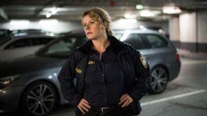 Nina (Jacqueline Svilarov) kann nicht glauben, dass sie Johannes auf einem Video von einem Polizeieinsatz gegen Obdachlose entdeckt hat. Sofort macht sie sich auf die Suche nach ihm.