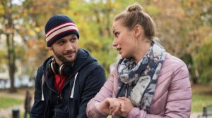 Zufällige Begegnung: Konstantin (Arne Rudolf) findet Lea (Anna Sophia Claus) eigentlich ganz nett, obwohl er bislang nur Schlechtes über sie gehört hat. Auch Lea hält ihn für einen coolen Typen …