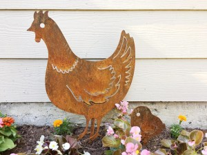 Metal chicken yard decor from The Metal Maison on Etsy