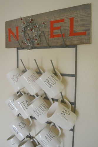 Complete instructions on how to make your own Noel Wreath sign