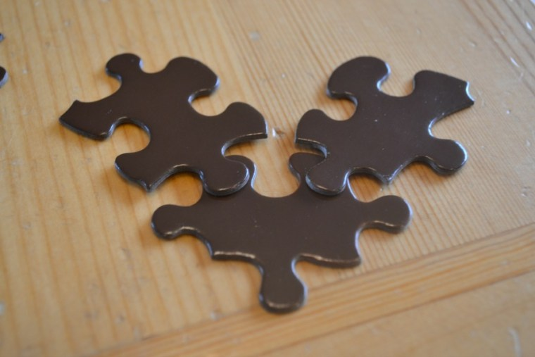 Use a glue gun or any type of glue to attach the 3 puzzle pieces to create a reindeer