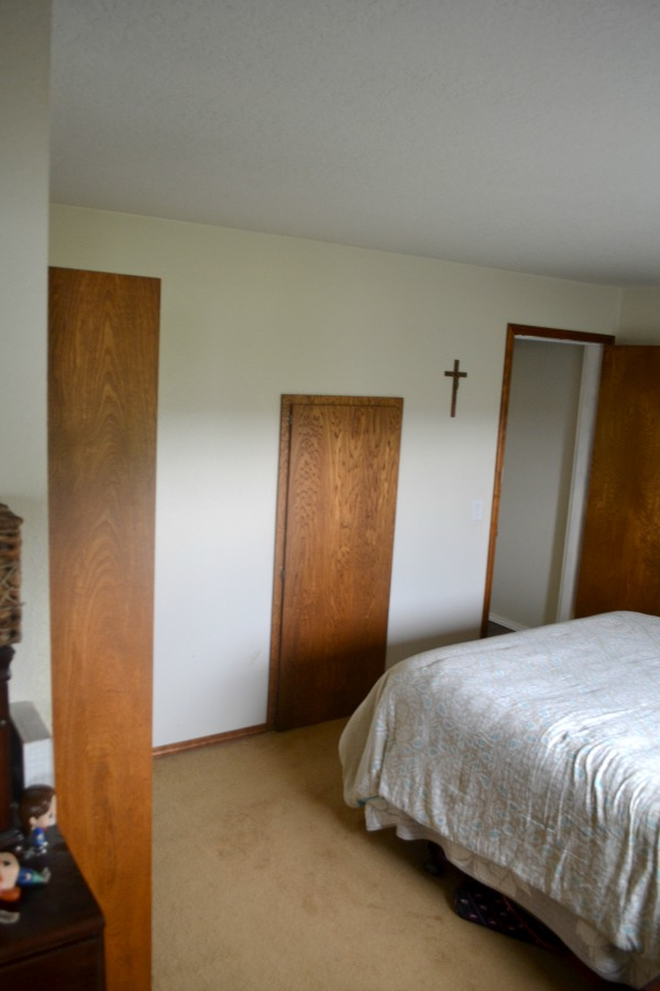 An outdated and small master bedroom that needs some paint and decor help