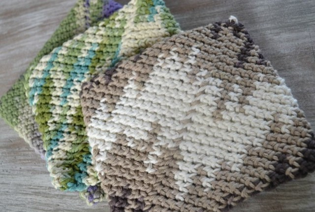 Cotton potholders make a great gift and are a fast DIY