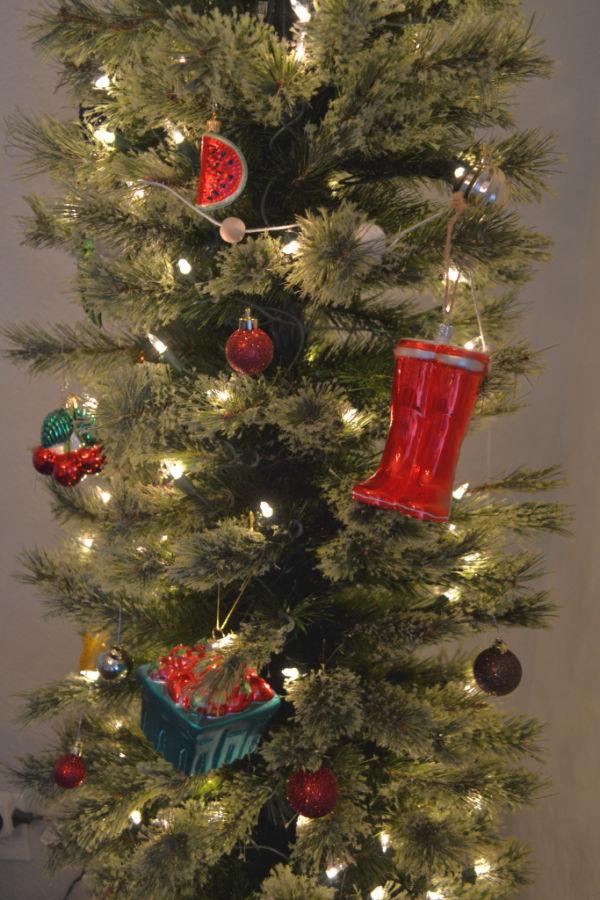 Christmas Tree Fruit Ornaments.Garden Themed Christmas Tree 1905 Farmhouse