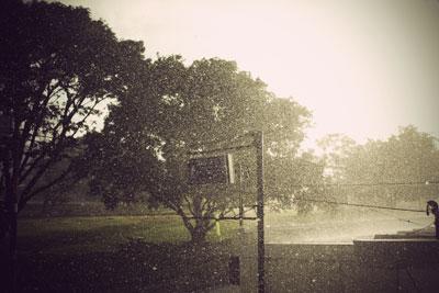 empecé a hablar contigo y aún cuando la lluvia intentaba inundarlo todo, salió el sol <3