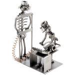 Zu Weihnachten: Schraubenmännchen Radiologe mit Patient ein prima Geschenk