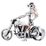 Zu Weihnachten: Schraubenfrau – Sexy Lady auf Motorrad ein prima Geschenk