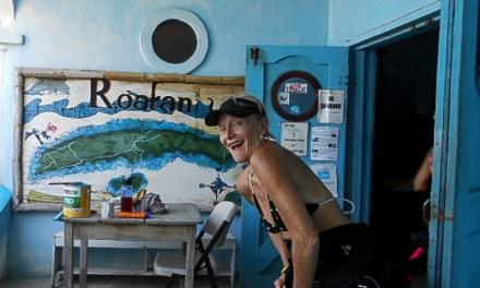 Scuba Diving Divas Roatan