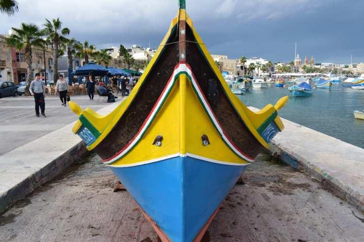 Barque phénicienne dans le port de Marsaxlokk