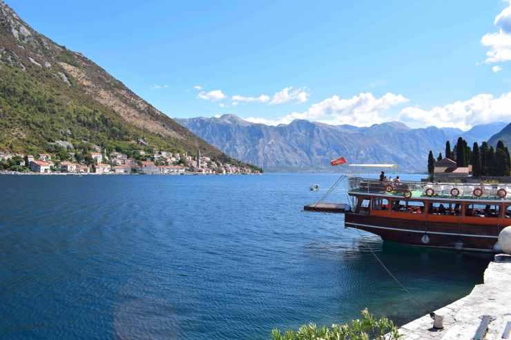 Bateau sur la baie de Kotor