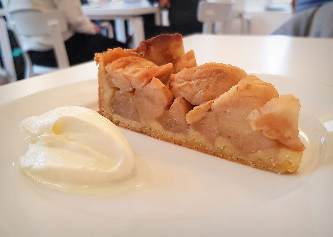 Rochelle Canteen - simple apple tart balancing sweetness and acidity.