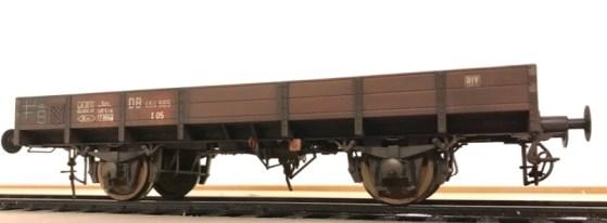 Gealterter X10 Güterwagen