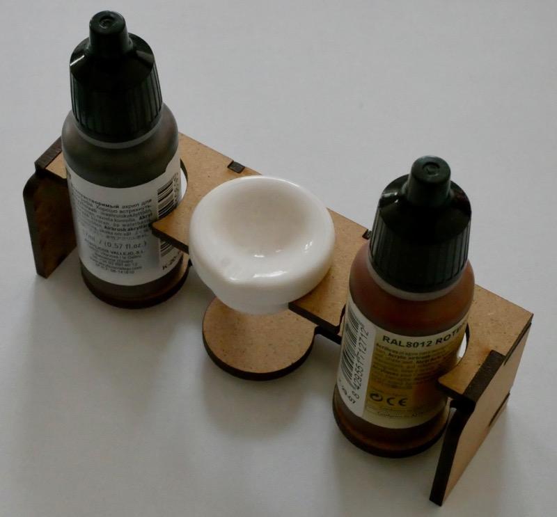 Kleines Farbenregal für Airbrushfarben
