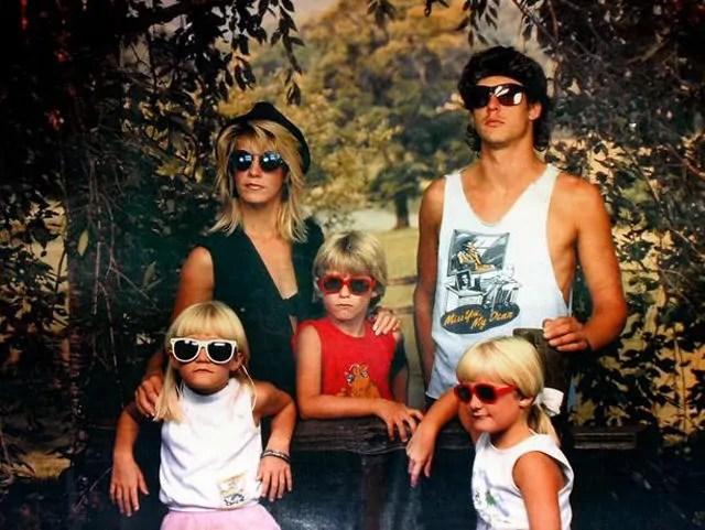 Weird Family Portraits 19 Pics