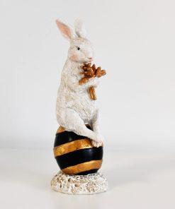 dekoračný zajac na vajíčku