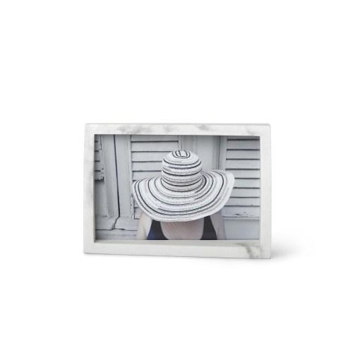 fotoram-edge-10x15-biely-mramor