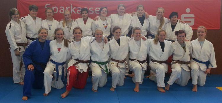 Damen kämpfen sich in der Oberliga durch !