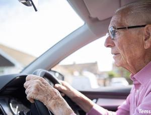 Danimarka'da akılalmaz olay: 102 yaşındaki sürücü ehliyetini böyle kaptırdı!