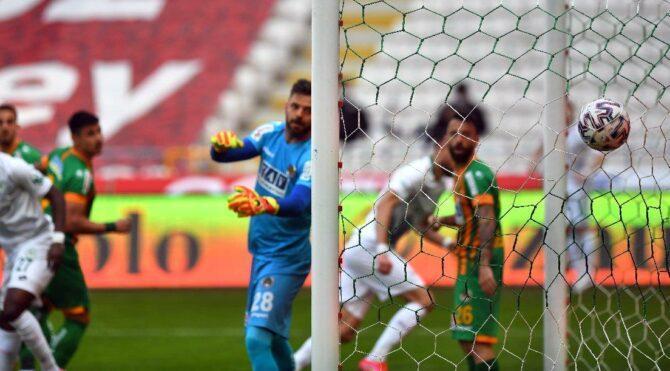 Konyaspor-Alanyaspor maçında altın vuruş… Tek gol üç puana yetti