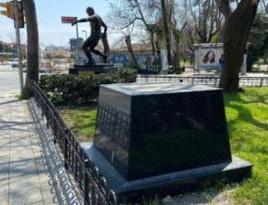 Can Bartu'nun heykeli dikiliyor: Lefter ve Alex'in yanında olacak