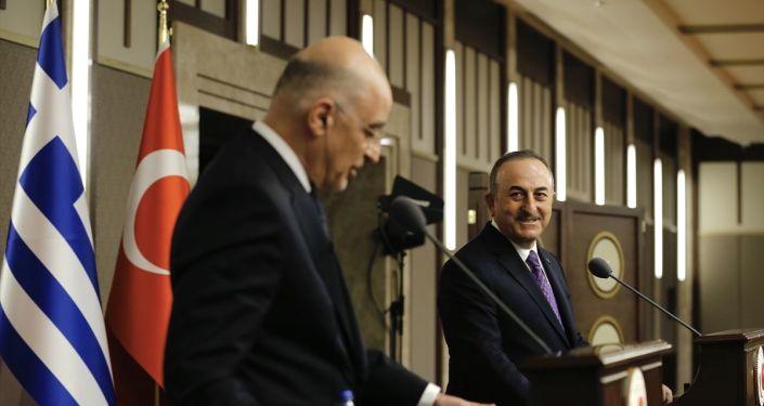 Çavuşoğlu ile atışmasını 'sorunları halı altına süpüremeyiz' diye savunan Dendias, BM sözleşmesiyle çözümde ısrar etti