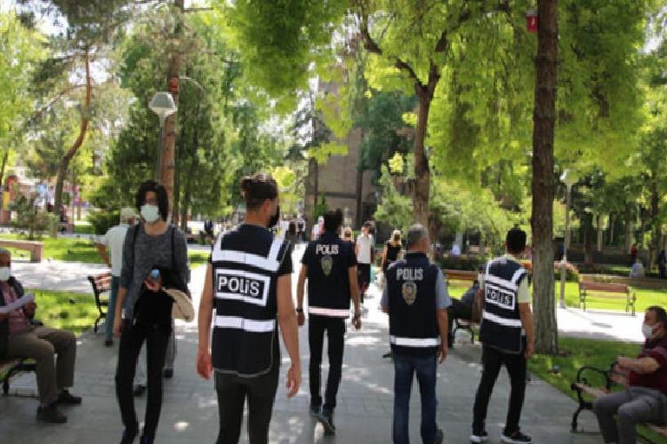 81 ilde huzurlu sokaklar ve teror suclari uygulamasi yapildi 4 11wnV3qM