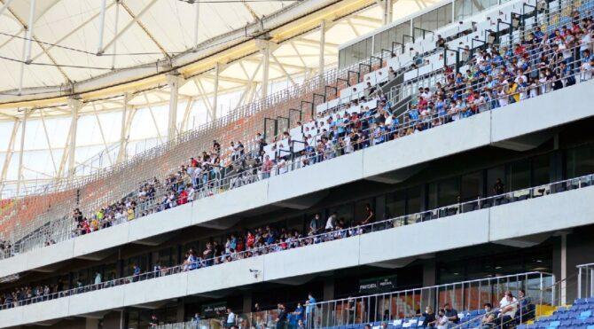 Adana Demirsporlu taraftarlar 'tam kapanma' dinlemedi; stada akın ettiler