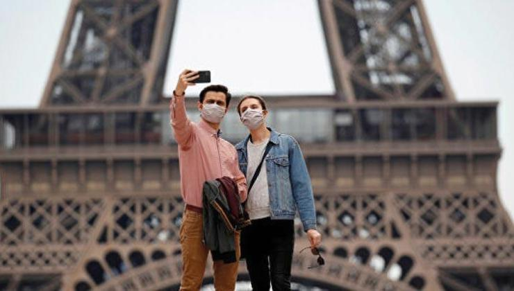 Fransa'da son 24 saatte 24 bin 299 koronavirüs vakası görüldü