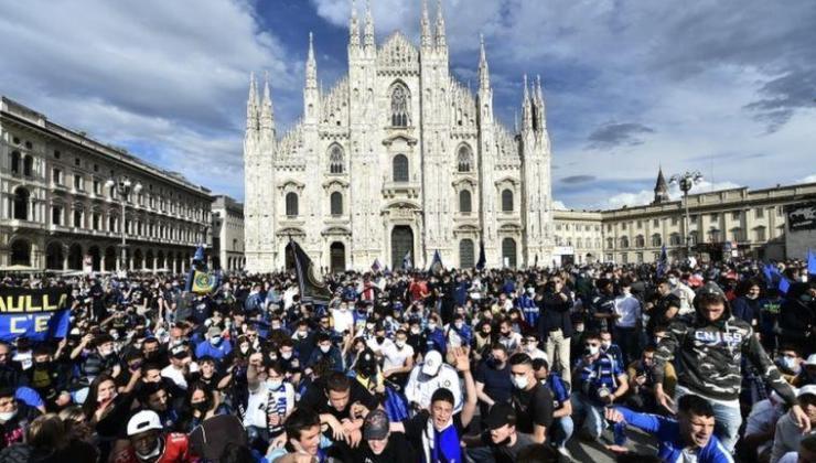 İtalya'da Covid: 30 bin Inter taraftarının Milano sokaklarındaki kutlamaları kaygı yarattı, 'biyolojik bomba' yorumu yapıldı