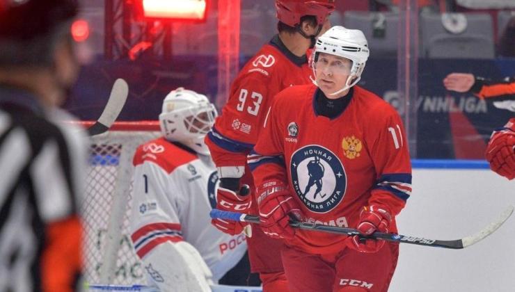 Putin'in renkli anları: Buz Hokeyi Gece Ligi'nin gala maçında sahada
