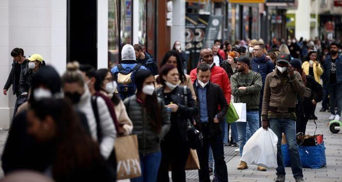 Viyana'da Kovid-19 nedeniyle bir ay kapalı tutulan alışveriş merkezleri yeniden açıldı