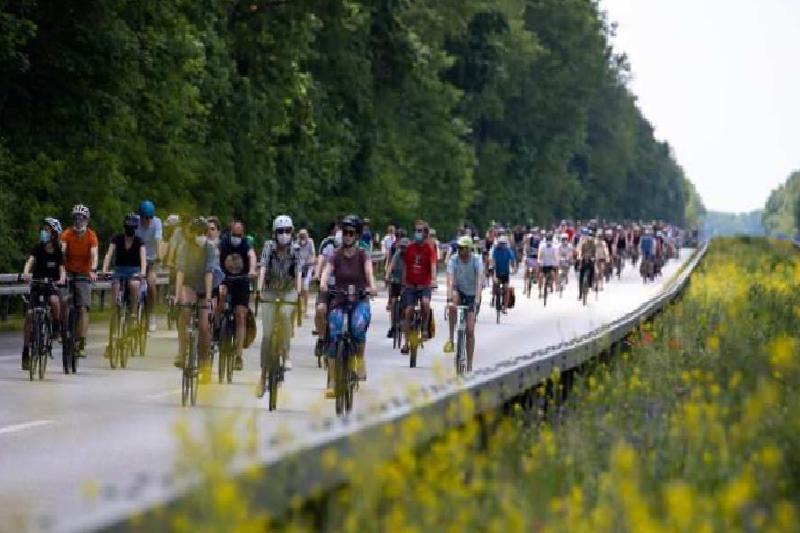 almanyada bisiklet konvoylariyla hukumet protesto edildi 1 s3BHF4Pe