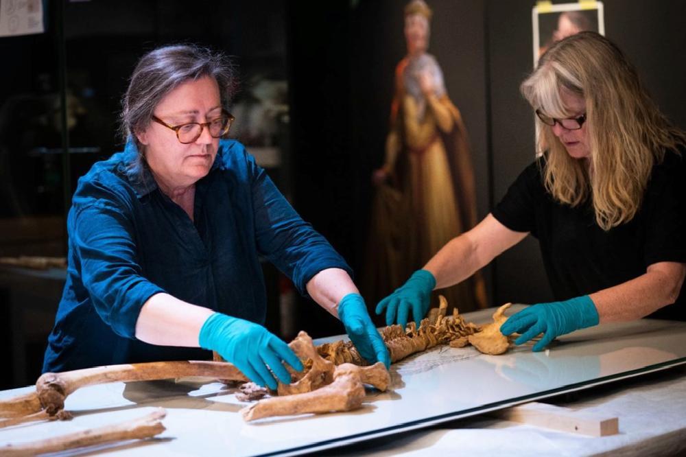 iki viking savascisinin kalintilari danimarka ulusal muzesinde 0 bYBlmDV7