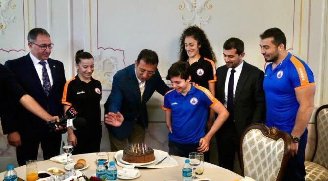 İmamoğlu, doğum gününü olimpiyat sporcularıyla kutladı