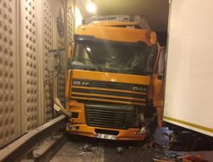 İstanbul'da TIR kazası: 1 yaralı
