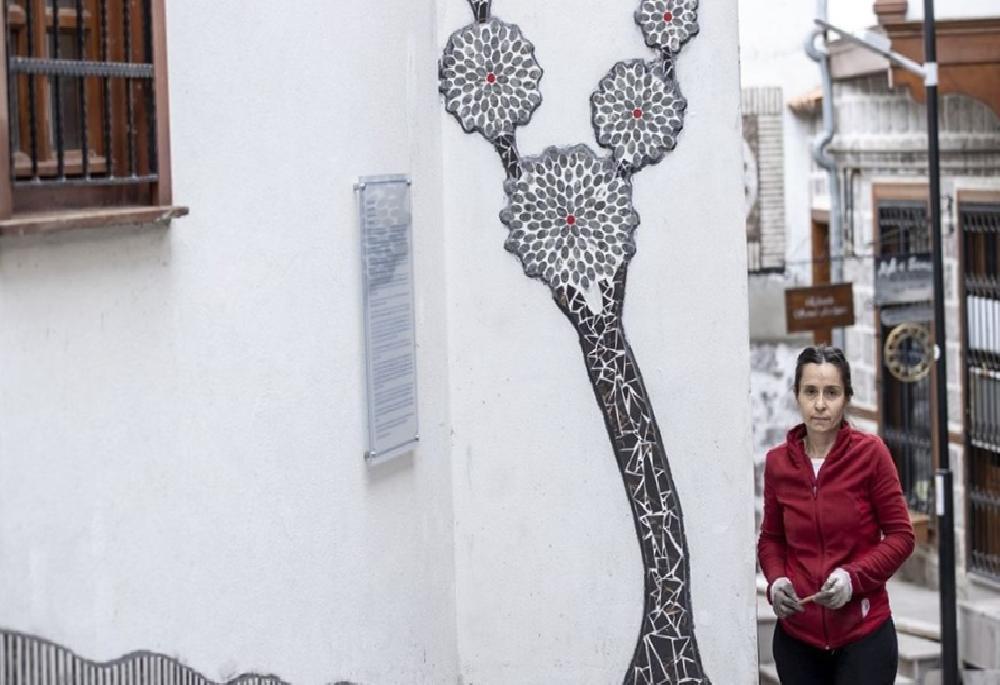 sanatci menekse bilgicin eserleri fener sokak duvarlarini susleyecek 2