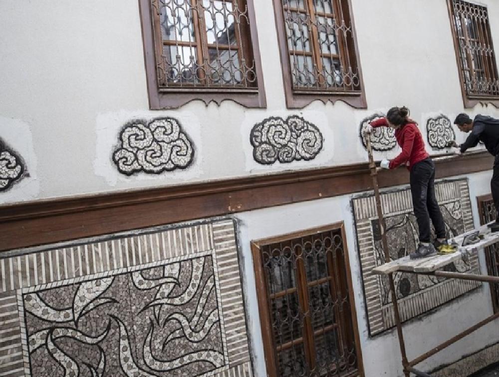 sanatci menekse bilgicin eserleri fener sokak duvarlarini susleyecek 6