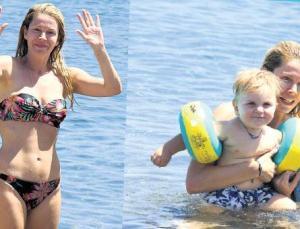 Begüm Kütük plajda yeğeniyle oynadı